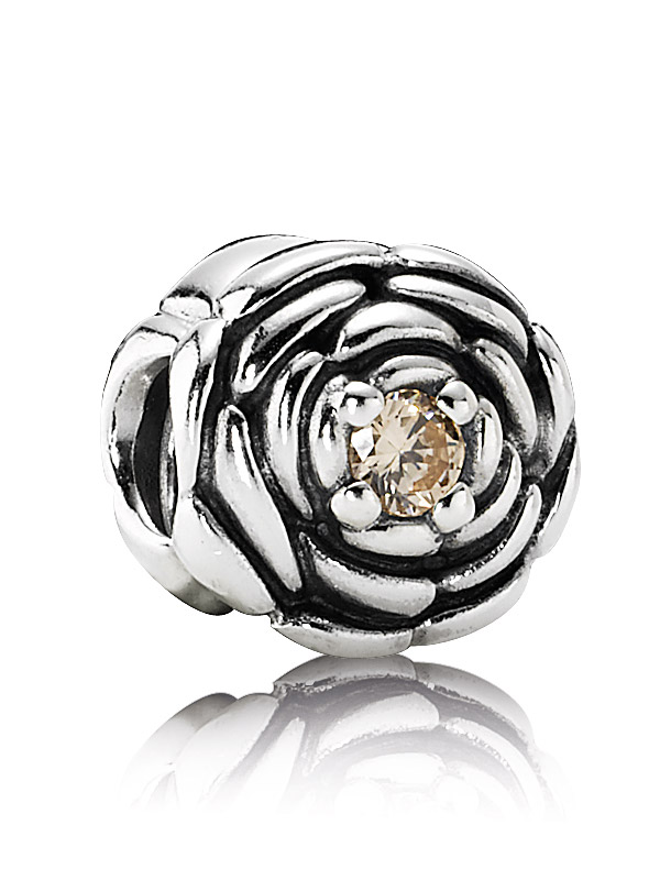 Pandora Moments 790575CCZ Charm Bluete